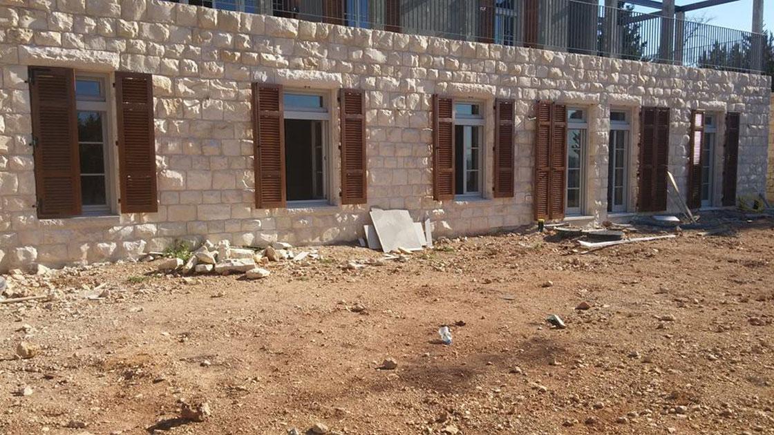 עמנואל חלונות ודלתות ההתקנת חלונות ותריסים בהרי ירושלים